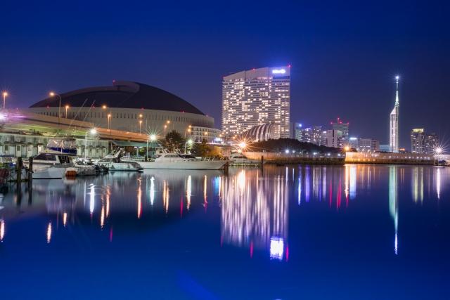 福岡タワーとヤフオクドームが映った夜景画像