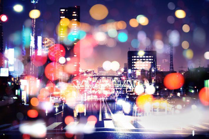 ネオンで溢れる街の夜景