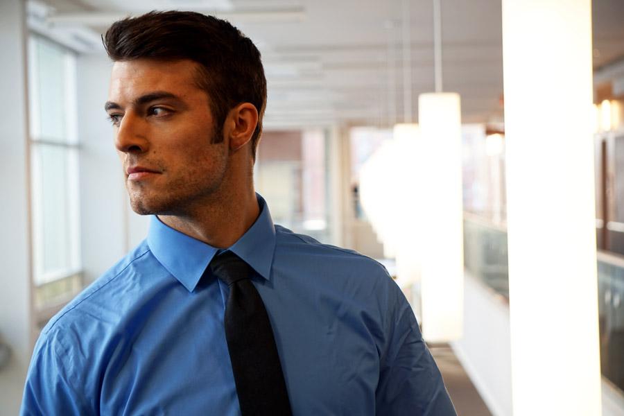 スーツ姿の外国人男性