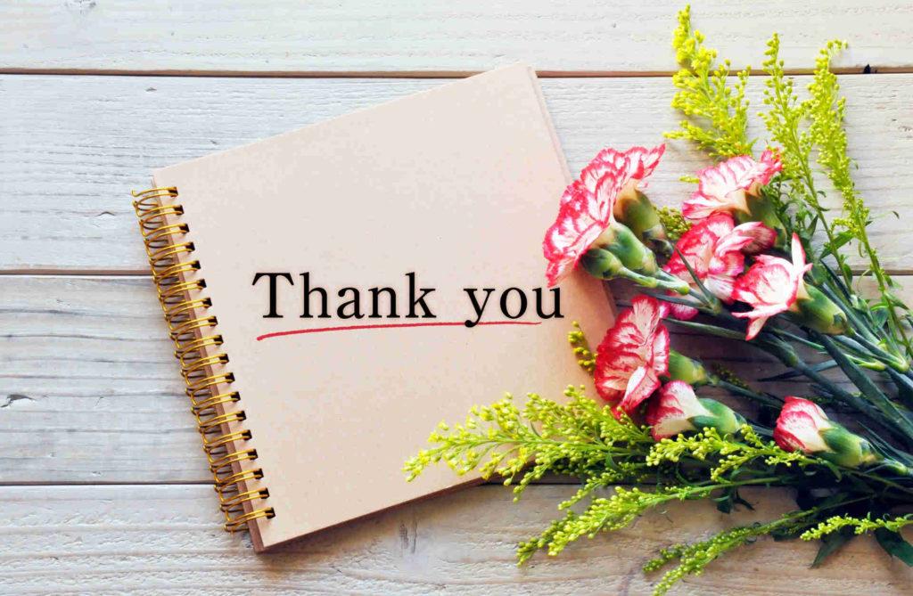 Thankyouと書かれたノートとお花