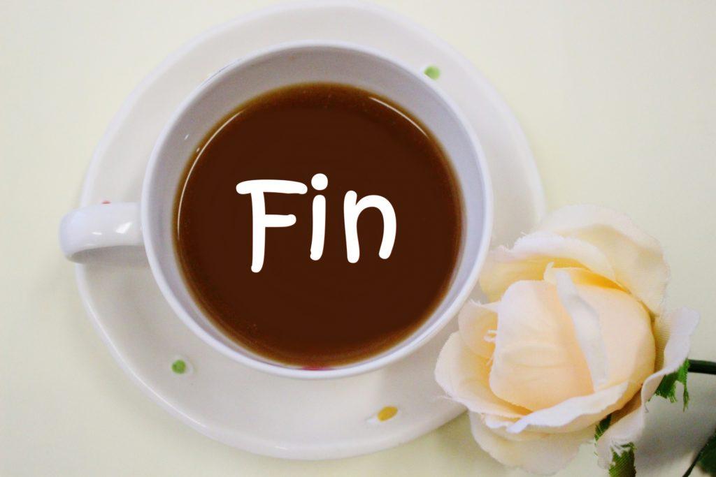 コーヒーと「fin」の文字