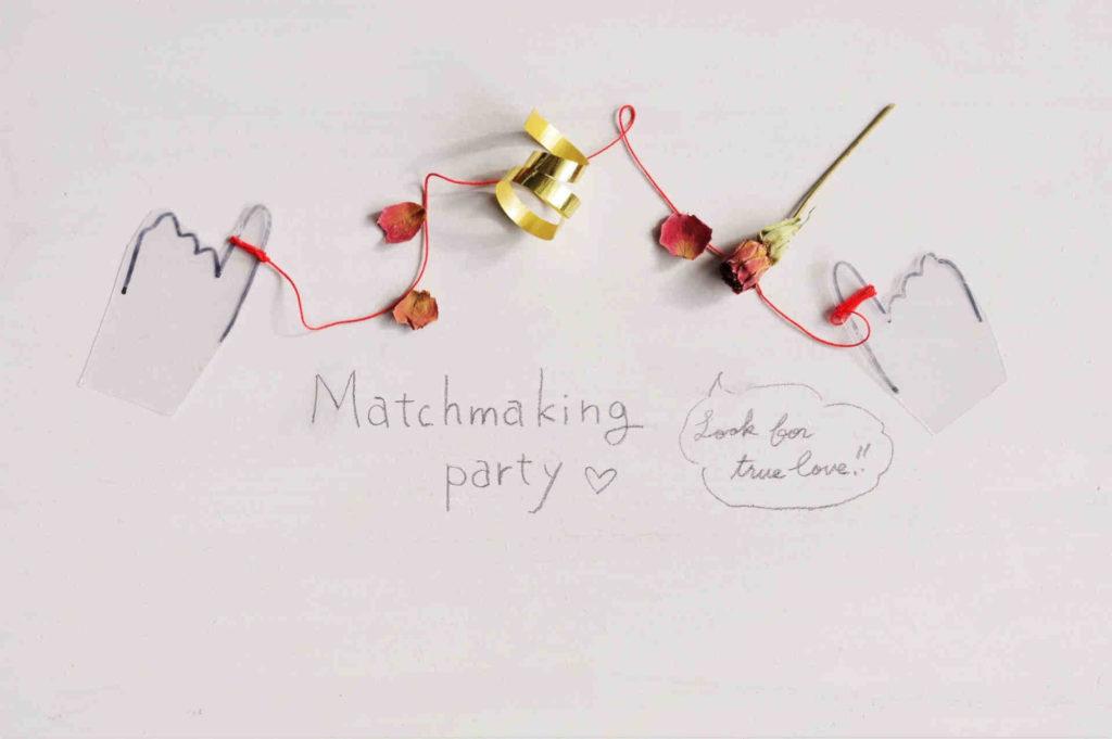 ホワイトボードに書かれた婚活パーティーの英文字