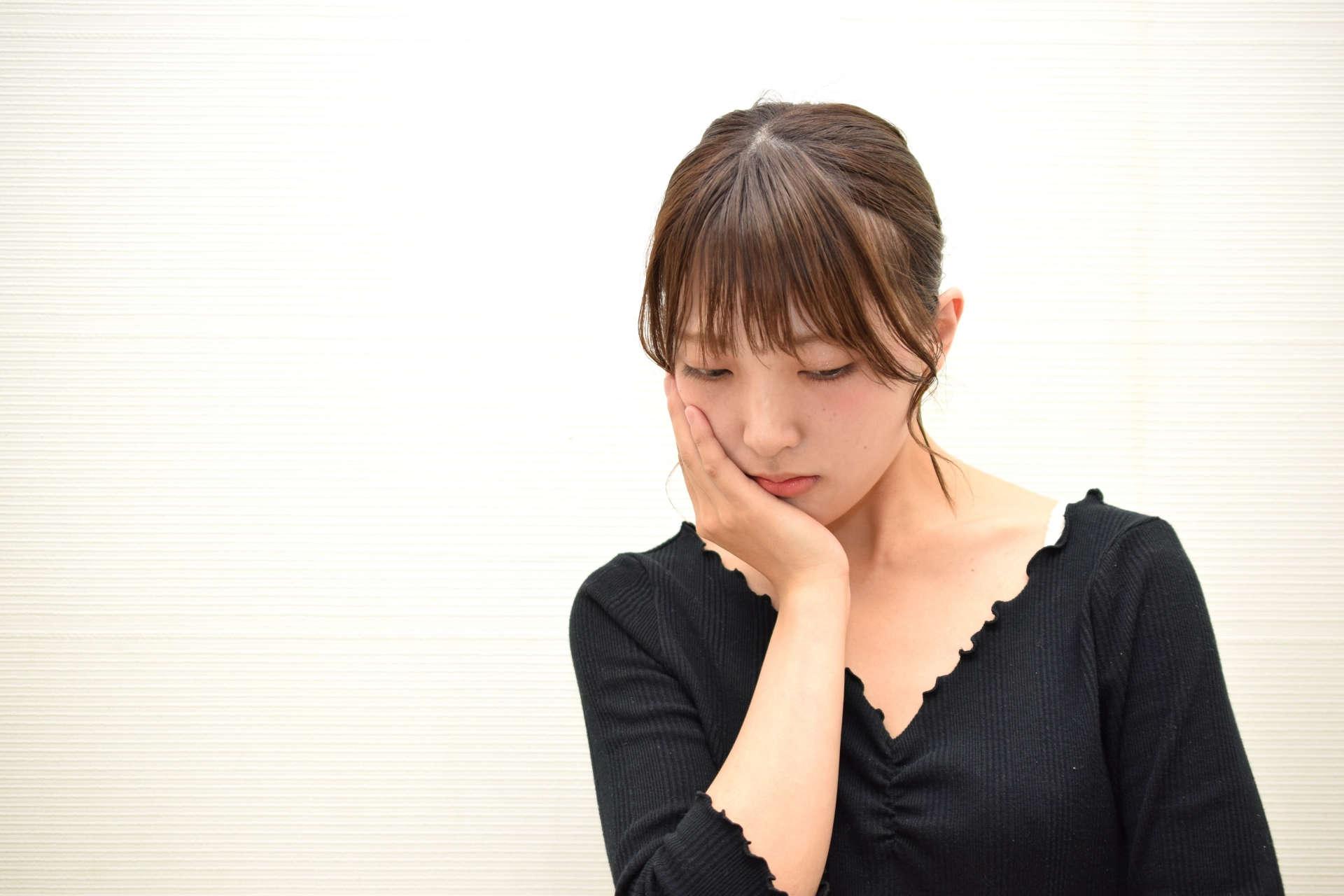 婚活に疲れて悩んでいる女性