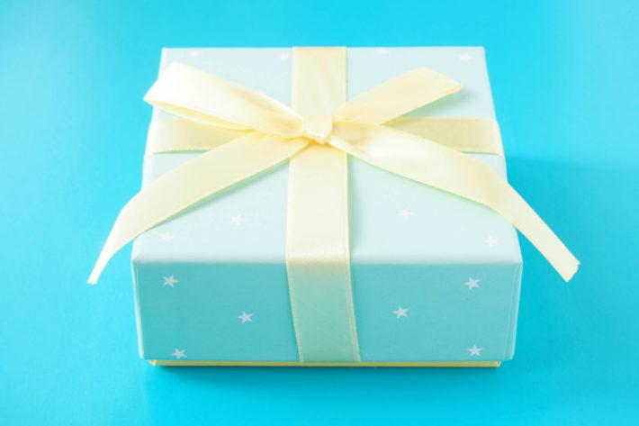 青色のプレゼントボックス